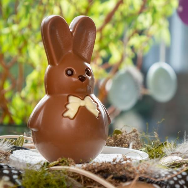 """""""Ein Has' im Gras"""" Schokoladenhase groß"""